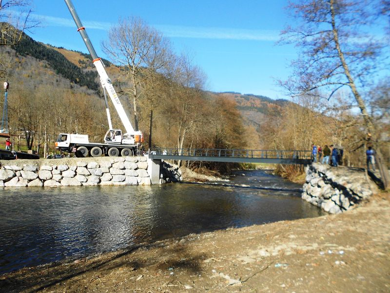 La nouvelle passerelle en construction
